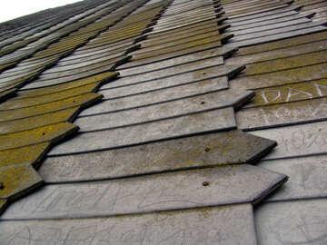 Del tetto con tegole antiche in legno. №361