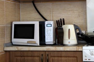 Microwave, kettle and cutlery №786