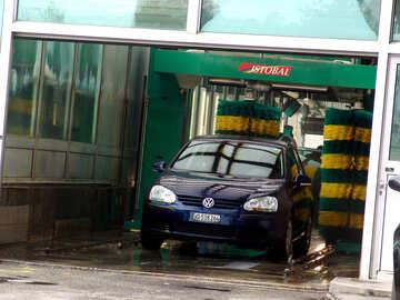 Dei veicoli che viaggiano con il portale lavaggio automatico №367