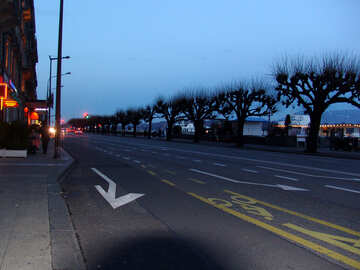 Night road for cars to strip for cyclists №377