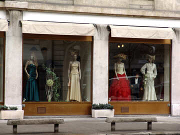 A shop window with dresses №411