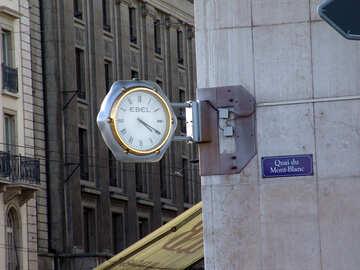 Straße Uhren an der Wand. №449