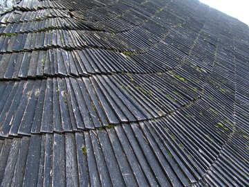 Vecchio tetto di scandole di legno. №355