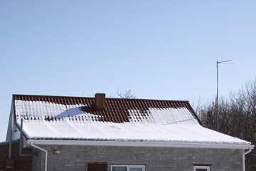 Tetto capanna con una pendenza diversa in inverno №496