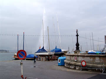 Yachts on the lake on the background of the fountain. Switzerland. Geneva. Quay Mont Blanc. №394