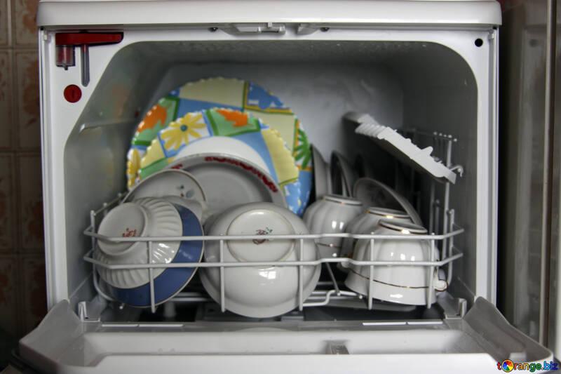 Geschirr in der Spülmaschine №975