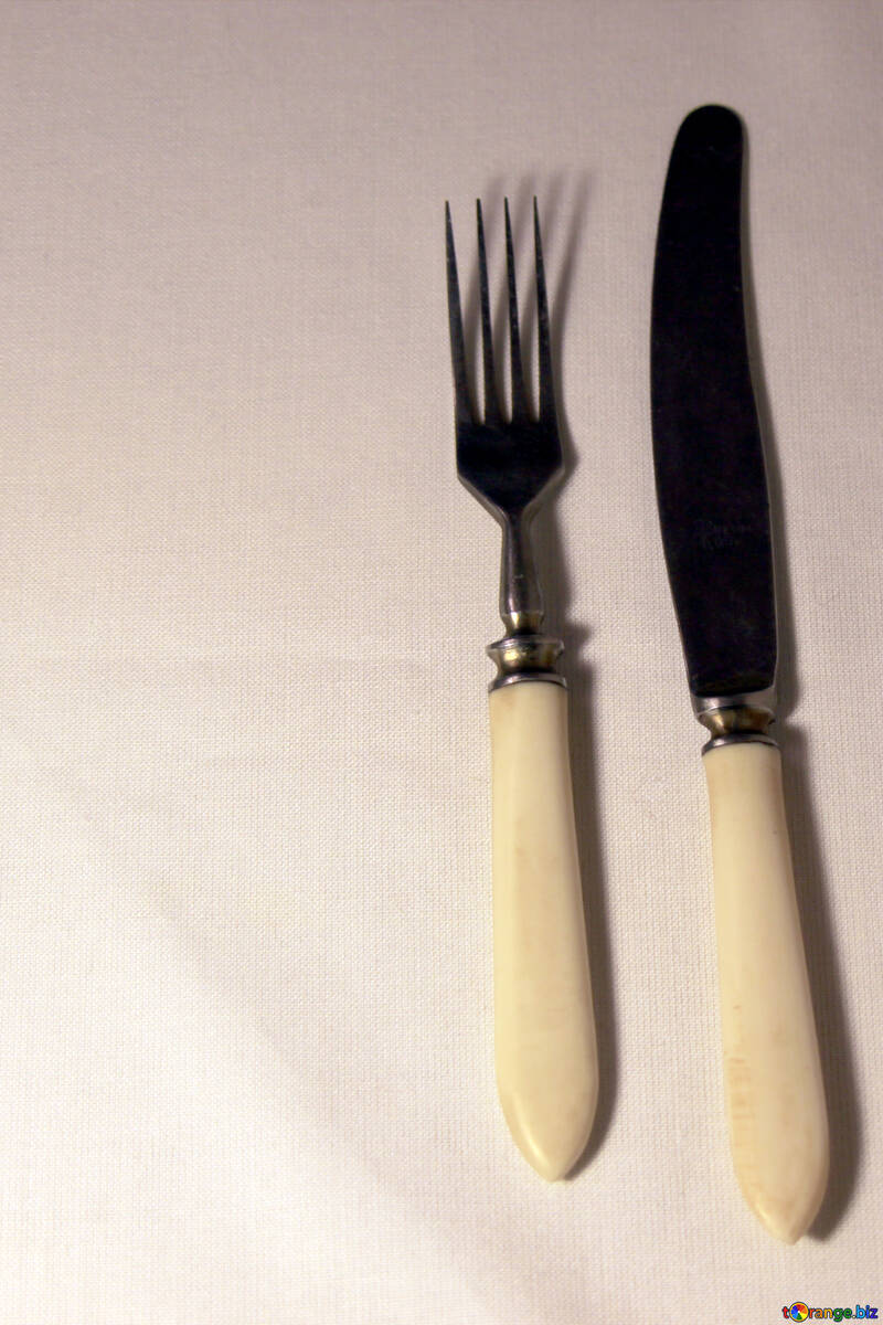 everyday-home-life-cutlery-knives-forks-
