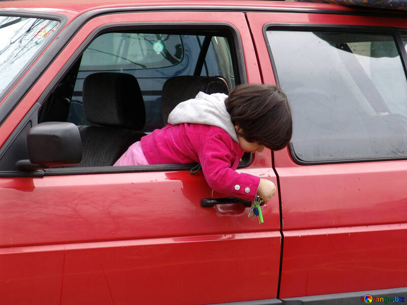 Child alone in the car danger played keys. №415