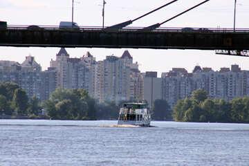 Walking the boat under the bridge №1911
