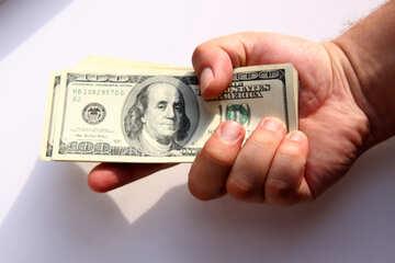 Una pila di dollari nelle mani di №1526