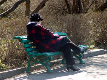 A woman relaxing in the park on bench №1449