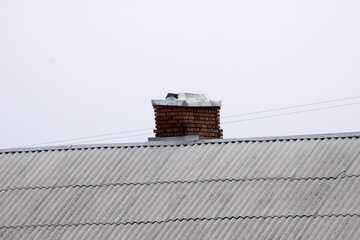 In mattoni camino sul tetto d`ardesia №1365