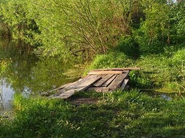 pisos de madera - cruzando el canal de agua  №1023