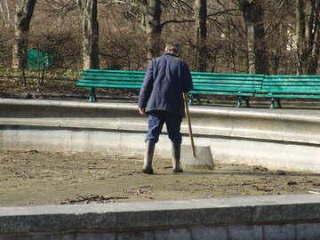 A man with shovel №1443