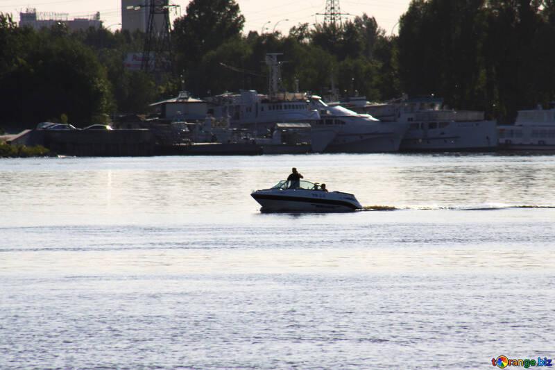 Motor  Boot  in  Fluss №1944