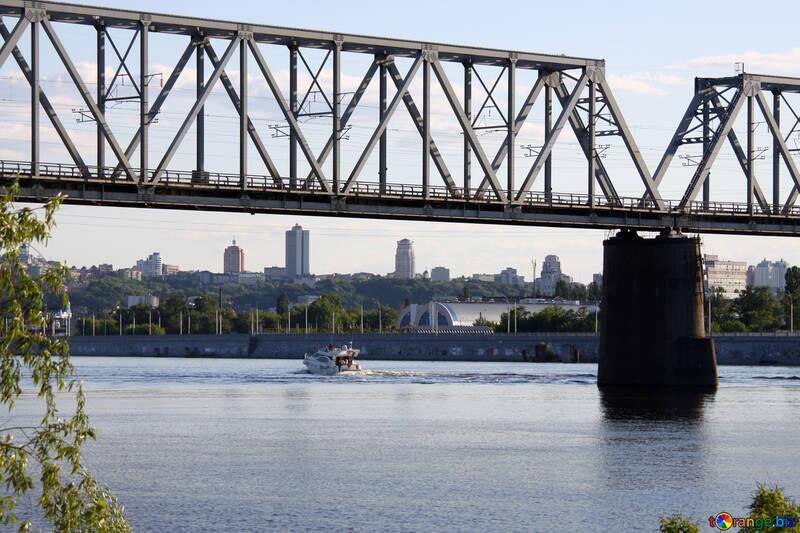 Kiew. Brücke. Yacht. Fluss.  №1934