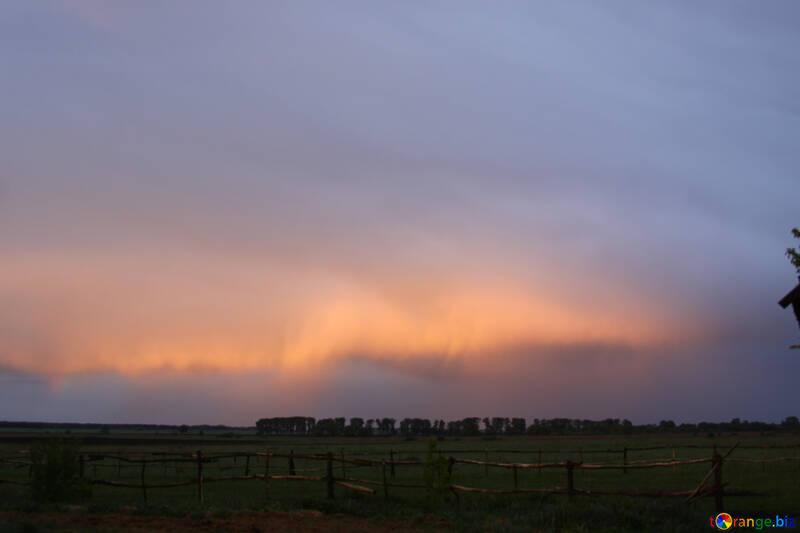Облака освещенные закатным солнцем №1683