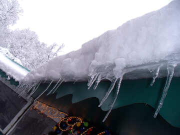 Icicles  at  roof №10506