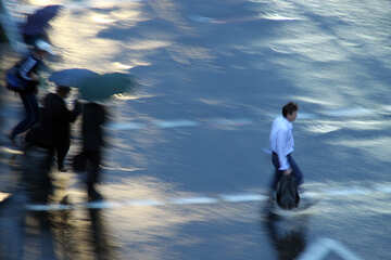 Peatones en lluvia №10947