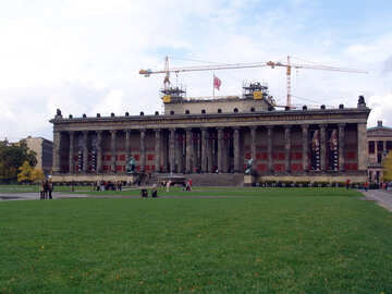 The lawn in front of the palace №11719
