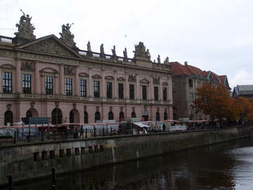 Artists on the waterfront in Berlin №11734