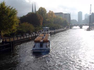 Ausflugsschiff in Berlin №11981