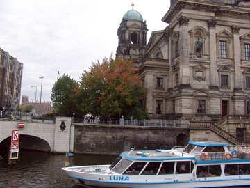 Il viaggio in barca Berlino №11687
