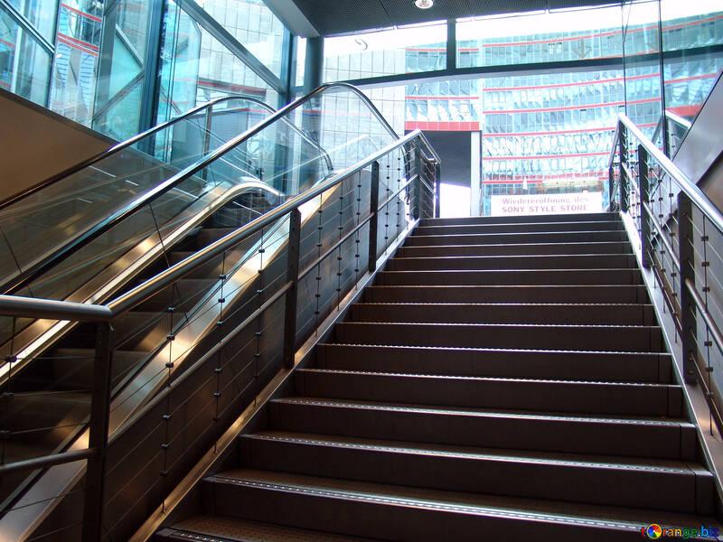 Die Treppen und Rolltreppen №11863