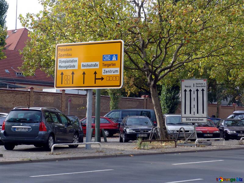 Un cartello stradale in Europa №11554