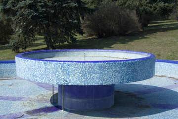 La fuente en el paisaje №12797