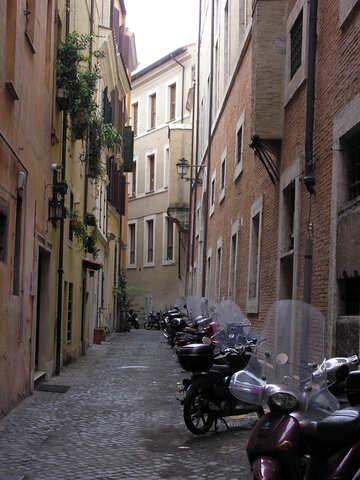 Moto, parcheggio in strada stretta №12403