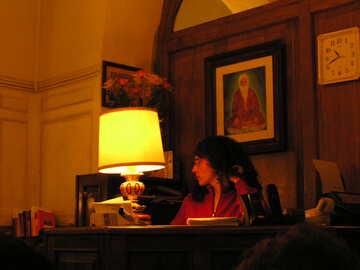 Das Mädchen am Tisch №12411