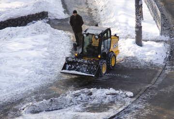 Reinigung der Gehwege von Schnee №12672