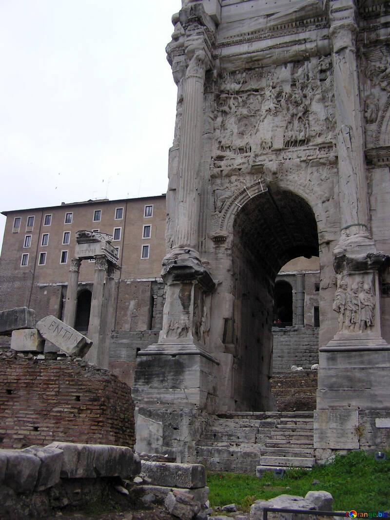 Restos de la antigua arquitectura en Roma №12530