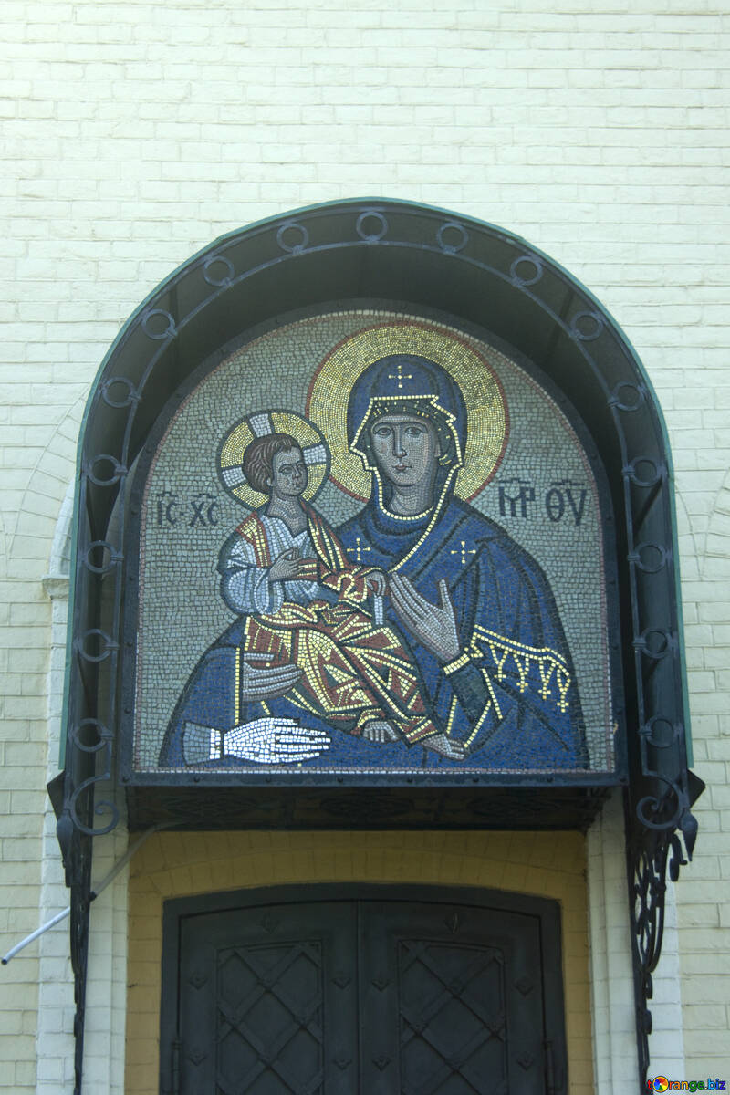 Mosaico sobre la entrada de la Iglesia №12805