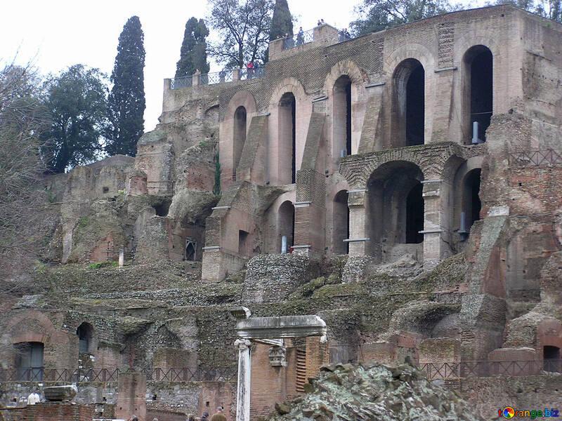 Las ruinas de un edificio antiguo №12491