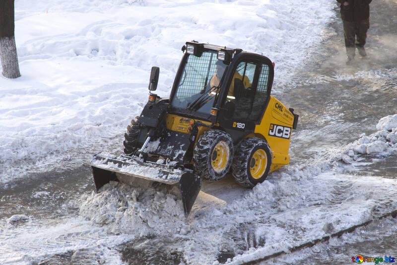 Cleaning sidewalks of snow №12674