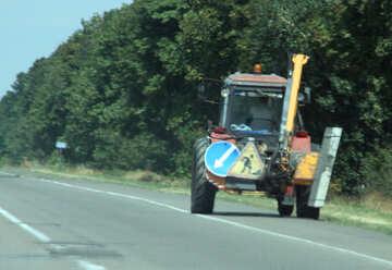 Traktor auf der Straße №13213