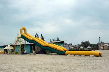 Aufblasbares Dia am Strand №13007