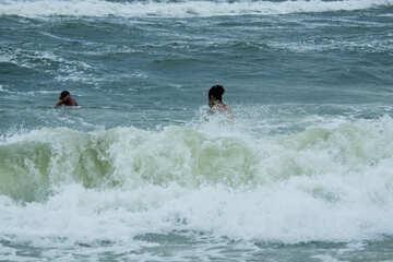 Große Wellen Menschen Baden №13459