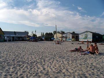 Turisti sulla spiaggia №13499