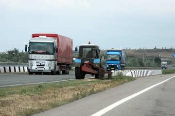 Traktor auf der Straße №13281