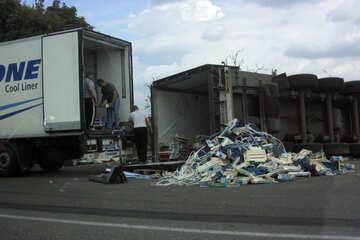 Crash camion ribaltato №13289