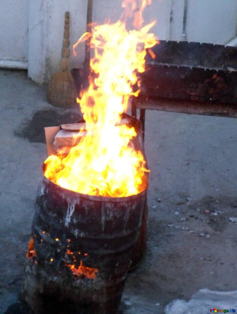 Burning trash in barrel №13485