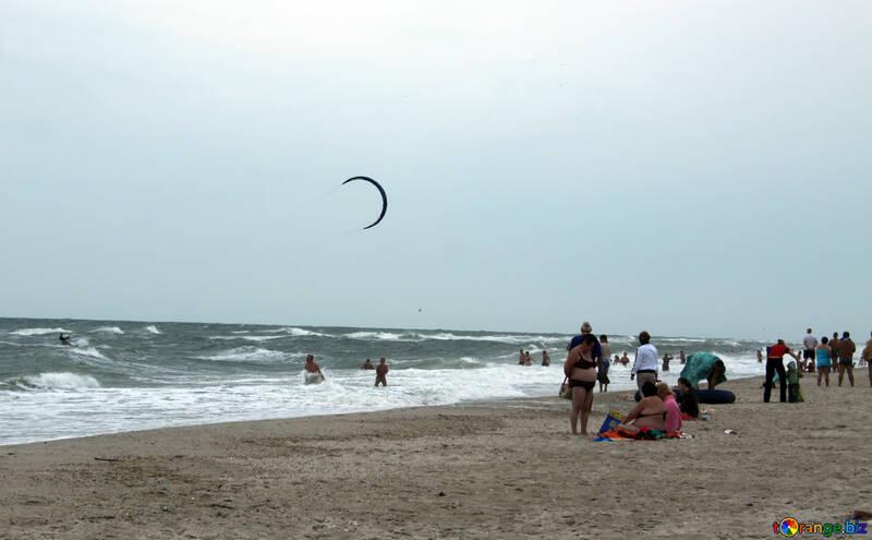 Kiting on the autumn beach №13466