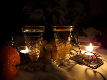 Romantisches Stilleben mit Wein und Kerzen №15176
