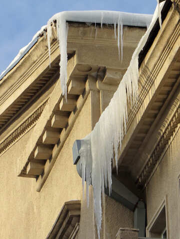Icicles on the roof of the old №15698