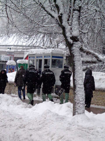 Police with shovel №15624