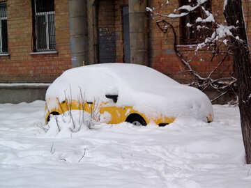 Auto unter dem Schnee №15585