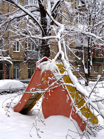 A tree fell on playground №15571